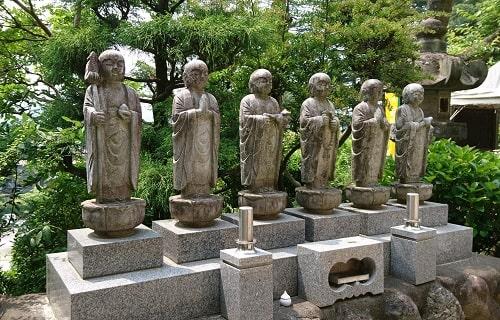 常楽寺の六地蔵の風景