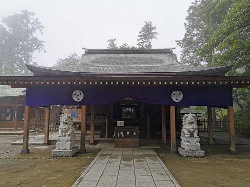 唐澤山神社の社殿正面(拝殿)の風景