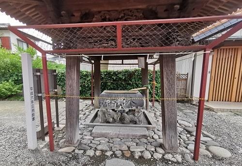 於菊稲荷神社の手水舎の風景