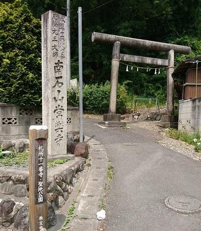 参道に繋がる入り口の風景