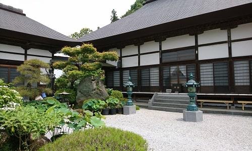 長興寺綺麗な境内の様子