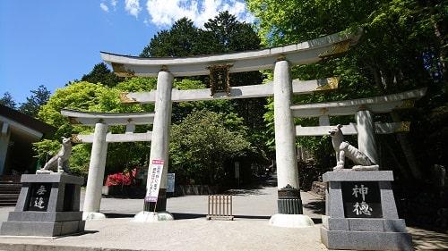 珍しいといわれている三峯神社の三ツ鳥居の風景