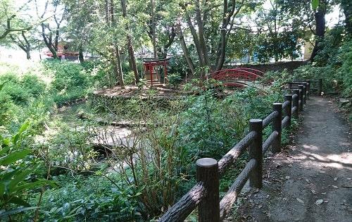 仙波東照宮境内にある厳島神社の風景