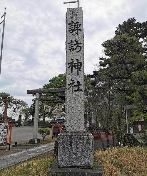 石の社号標の風景