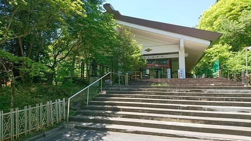 三峰山博物館入り口の風景