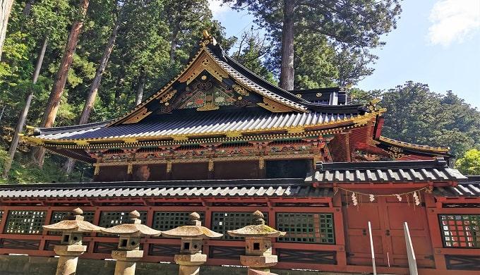 色鮮やかな本殿の画像