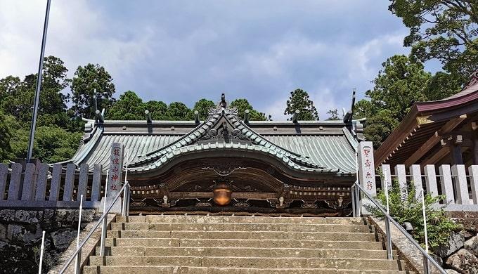 筑波山神社の石段から見える拝殿