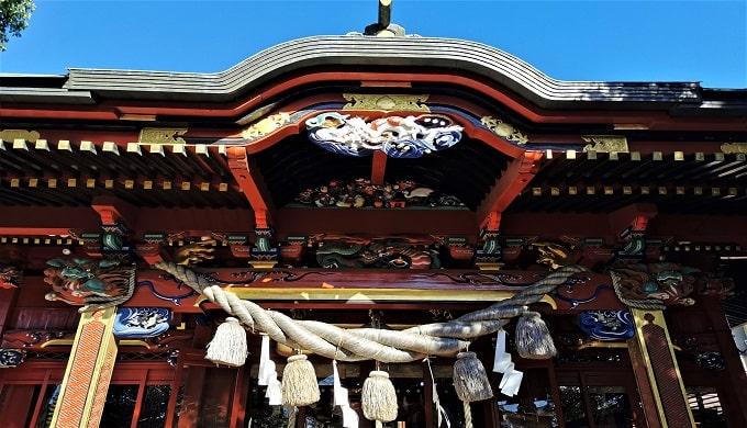 冠稲荷神社の見事な彫刻の拝殿画像