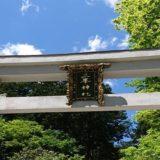 三峯神社の鳥居を青空と撮影した風景