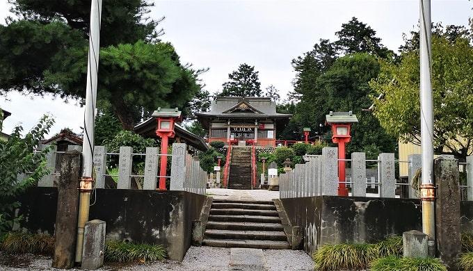 古墳上に鎮座している勝呂神社の風景