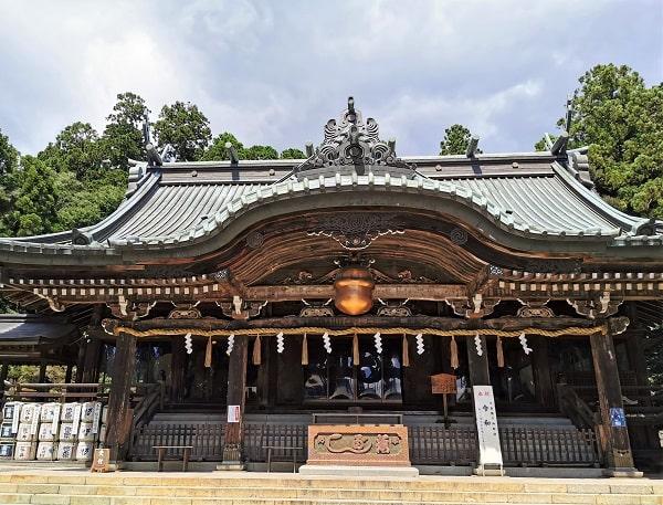 筑波山神社の大きな拝殿正面の風景