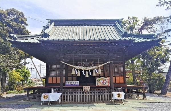 昔ながらの拝殿の風景