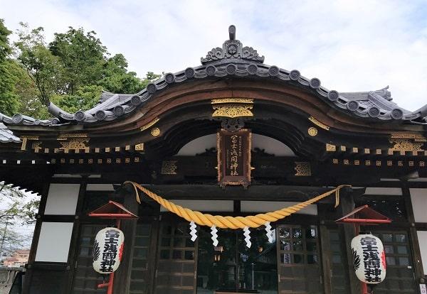 迫力ある拝殿の風景