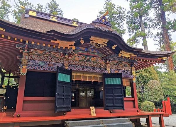迫力のある拝殿で風景