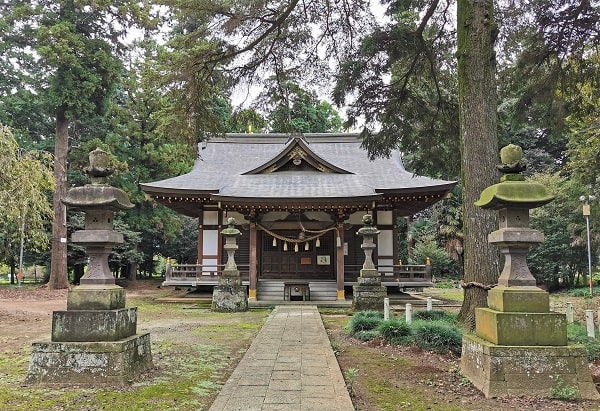 社殿正面の風景