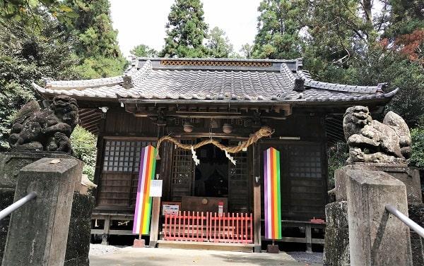 社殿(拝殿)正面の風景