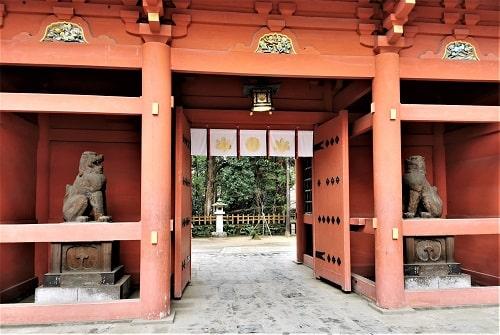 楼門正面の裏側の風景