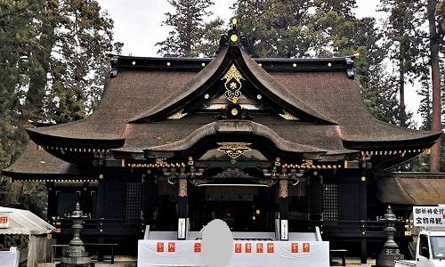 パワーを感じる香取神宮の拝殿正面の風景