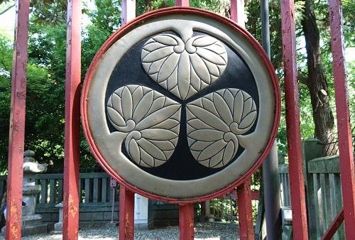 門にある葵の御紋