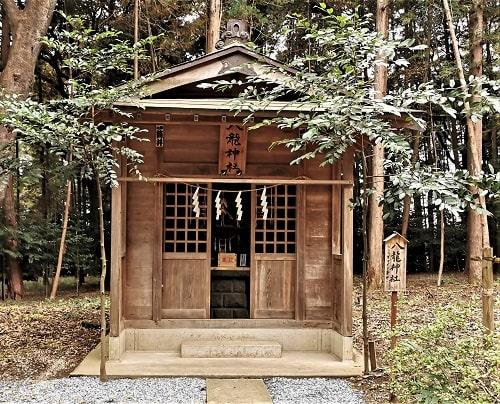 分祀された八龍神社の正面画像