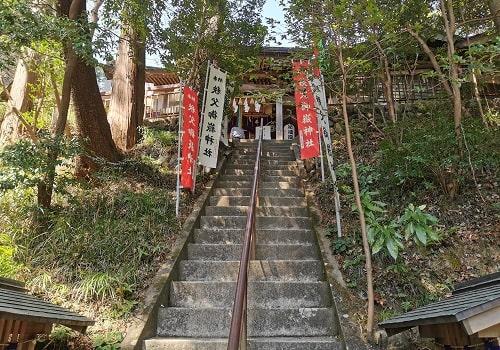祈願殿に向かう階段からの風景