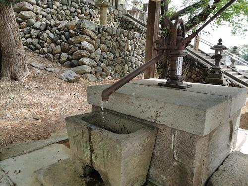 井戸水が出ている風景