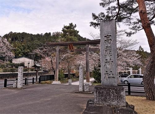 高麗神社の一の鳥居の風景