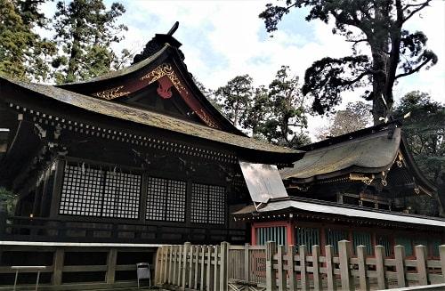 社殿の横からの風景