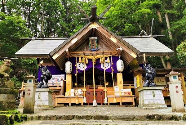 中之嶽大國神社拝殿正面の風景