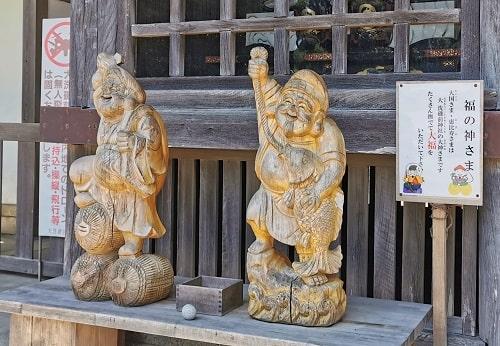 木彫りの福の神の像