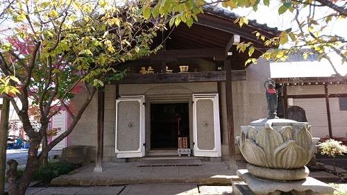 一切経堂と呼ばれている蔵の正面風景