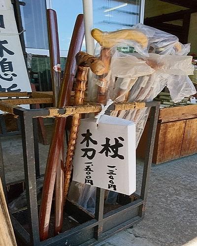 三峯神社売店に売られている杖の画像
