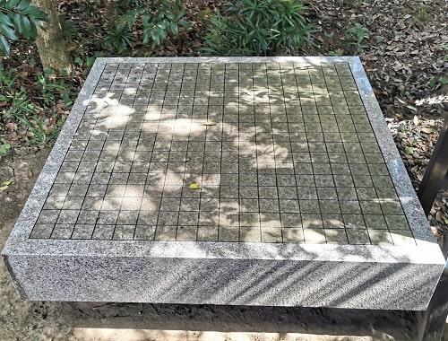 境内に3ヵ所ある碁盤の風景