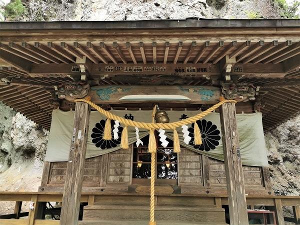 中之嶽神社の社殿正面の風景
