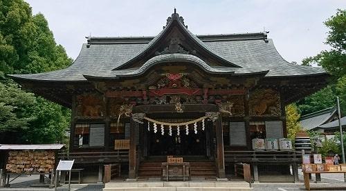 秩父神社の拝殿正面の風景