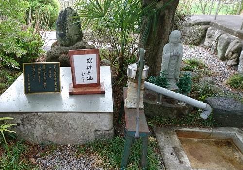 常泉寺の長命水がある場所の風景