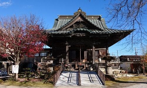 小さめな慈眼寺の本堂正面の風景