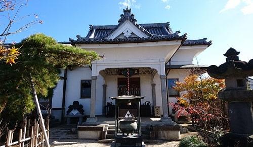 城壁の少林寺本堂正面の風景