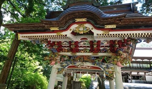 見とれてしまいそうな三峯神社の手水舎風景
