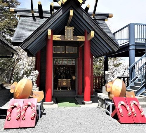 境内社である日本武尊社正面の画像