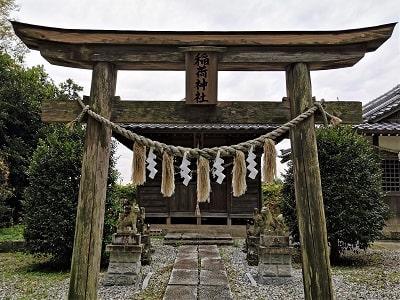鳥居と稲荷神社の風景