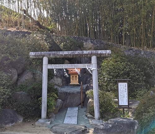 蚕影山神社正面の画像