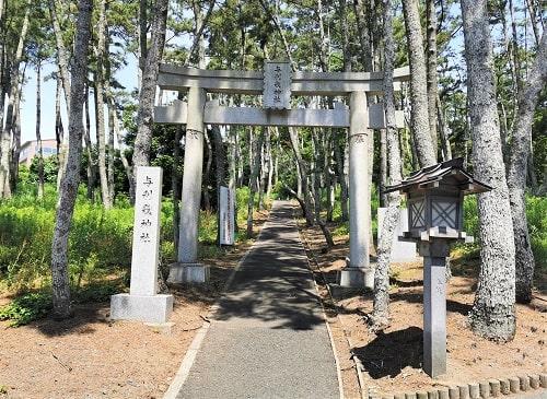 与利幾神社の鳥居の風景