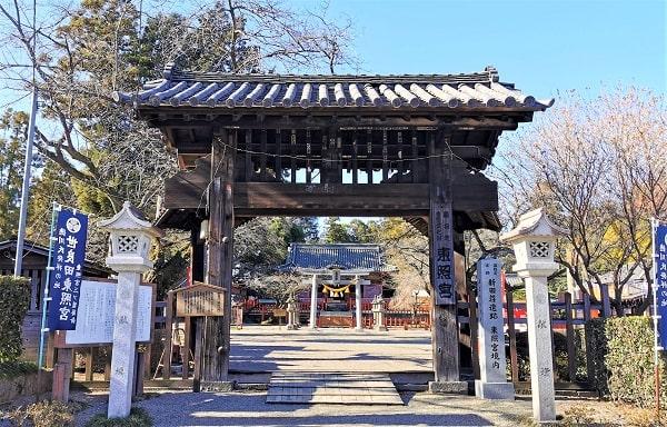 木製の門正面風景