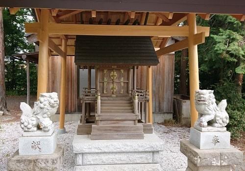 金鶏神社の拝殿アップの画像
