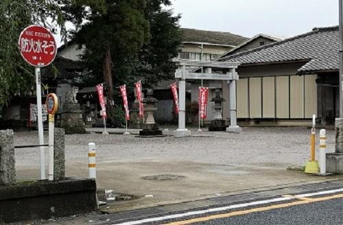 坂戸神社の駐車場の風景