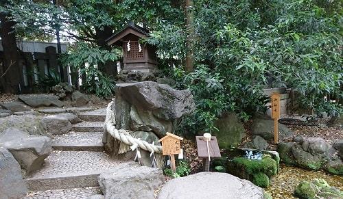 水神様の拝殿