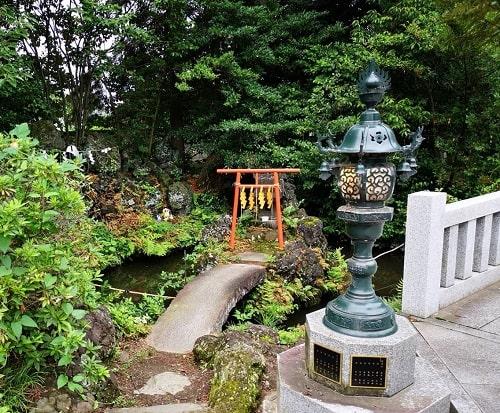 水天宮さまが祀られている祠の風景