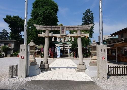 川越八幡宮の2つの鳥居の風景