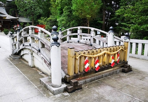 神様が渡る太鼓橋の風景